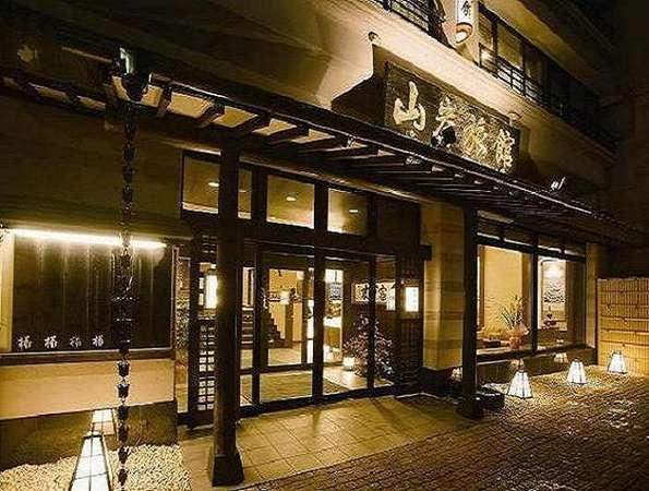 老舗の風格漂う湖畔の和風温泉旅館