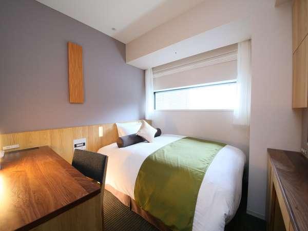 【シングルルーム一例】バス・トイレ別/広さ18平米/ベッド幅140cm/Wi-Fi