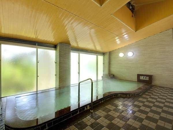 潮騒の聴こえる大浴場で、リラックス!シャンプーやボディソープ、ドライヤーなども完備です。