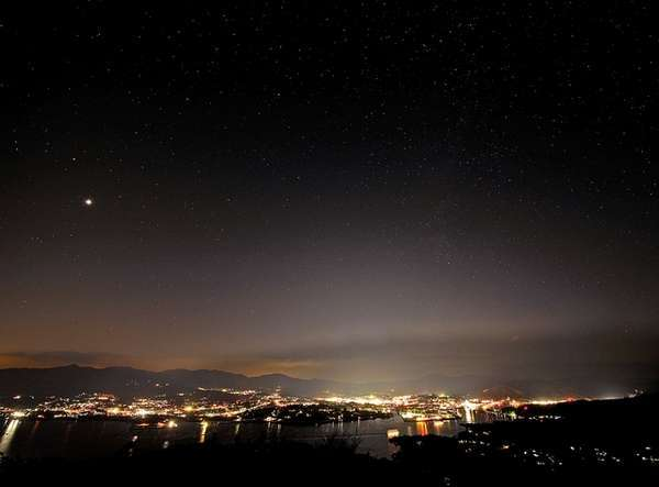 亀山山頂からは、きれいな星空と気仙沼の夜景が楽しめます。
