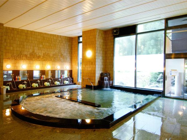 【本館内風呂】あたたかい照明で、ゆったり温泉をお楽しみください。露天風呂・サウナ・ジャグジーあり