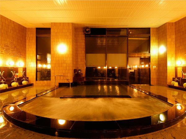 【夜の本館内風呂】露天風呂、ジャグジー風呂、サウナ完備☆