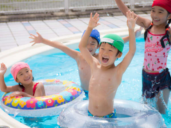 【屋外プール 夏季限定】冷たい水が気持ちいいね!ちびっ子みんなで思いっきり遊ぼう♪