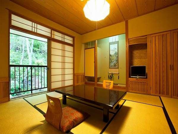 【本館山側】基本の10畳和室。こじんまりとして可愛らしい8畳和室も有。