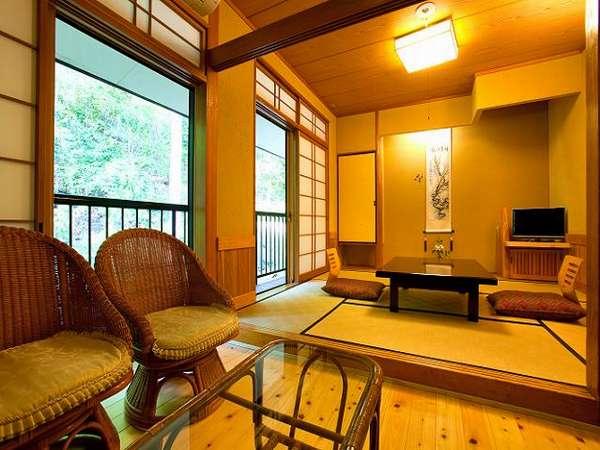 【本館山側】6畳部屋も泊まってみるとそんな狭くないとのお声も。大浴場や露天風呂に近い。