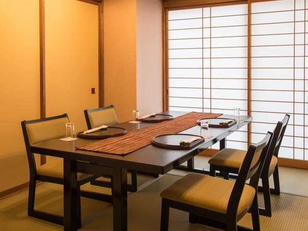 【個室料亭食】テーブル席とお座敷がございます。ご希望があれば事前にご連絡ください。