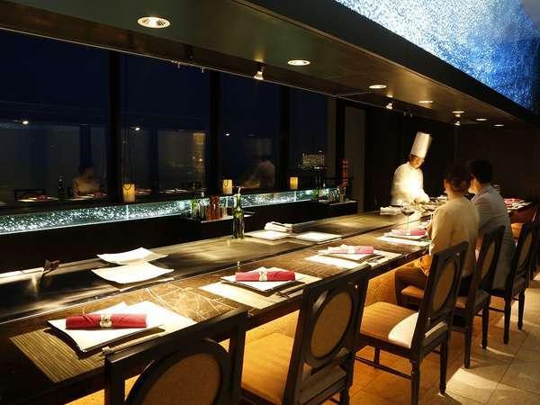 """【鉄板焼き 神戸】カウンタースタイルのレストランで、""""大人のリゾート""""を満喫ください。"""