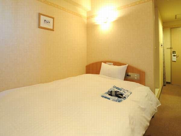 シングルルーム/ベッドはセミダブルサイズを使用しています。(全室オートロック)