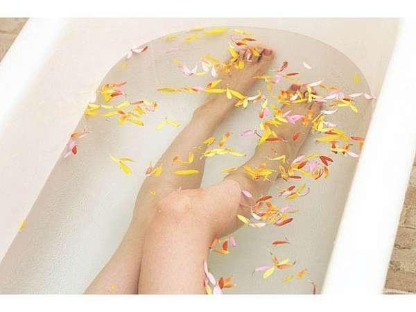 足を伸ばして入浴できるバスタブ