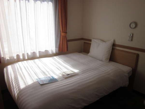 本館シングルBベッド幅1400mm