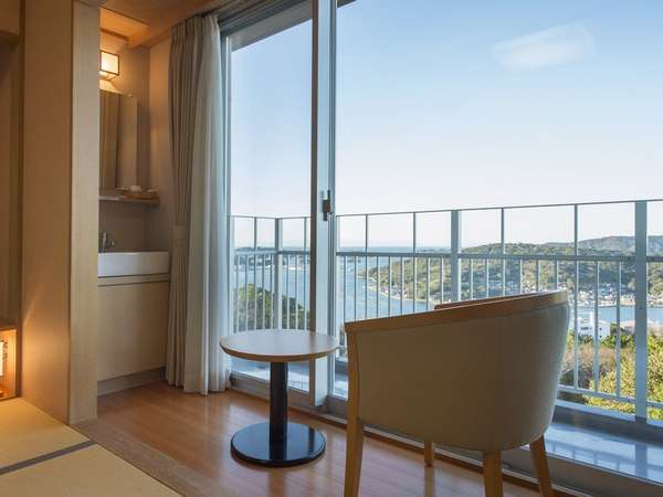 3F客室からは雄大な鳥羽湾と離島の風景を一望いただけます
