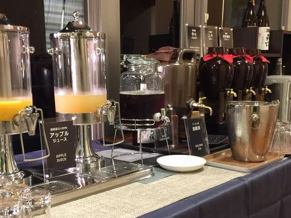 フリードリンクコーナー(生ビール、焼酎、日本酒、ワイン、ソフトドリンクなどが90分飲み放題!)