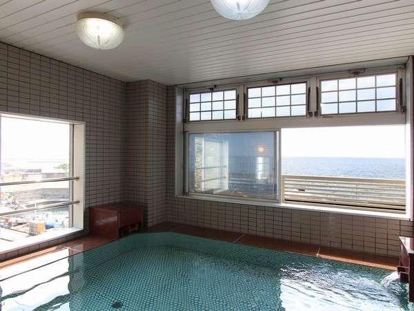 目の前に広がる雄大な日本海を眺めながらの温泉