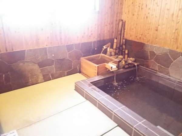 畳のお風呂。 お子様にも安心。
