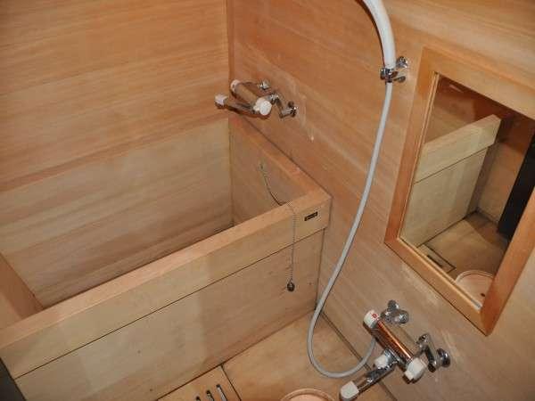 【万両】お部屋には檜風呂がございます。