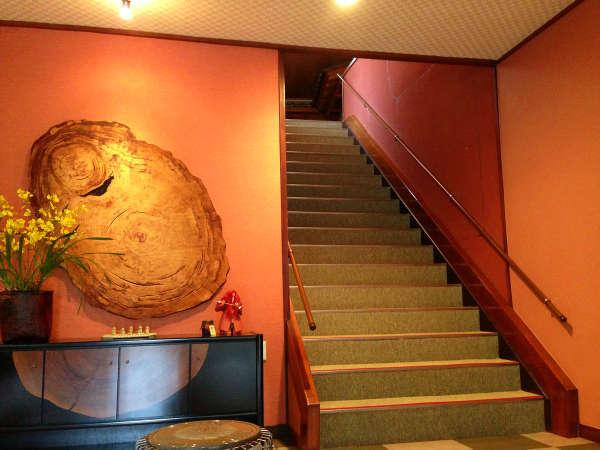 【ホール】客室階への階段