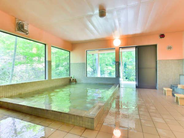 【大浴場】自然を眺めながらほっと温まる...♪
