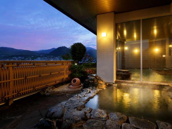 当館の眺望露天風呂は眼下に広がる『かみのやまの情景』を存分にお楽しみ頂けます