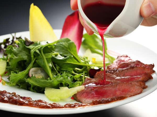 【山形牛のたたき肉】プロが選ぶ肉だから出来る逸品!特製タレで食べるトロける口溶け♪