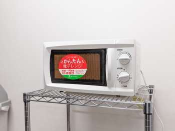 【電子レンジ】4階の自動販売機コーナーにございます