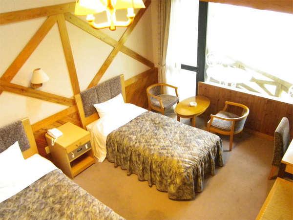 木のぬくもりあるお部屋ですホテル(ロフト付ツイン)
