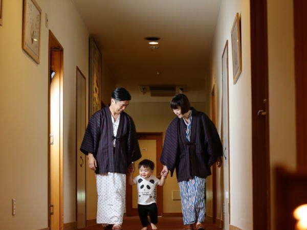 客室前通路には手作り竹灯りがございます。優しい色で癒されてください♪