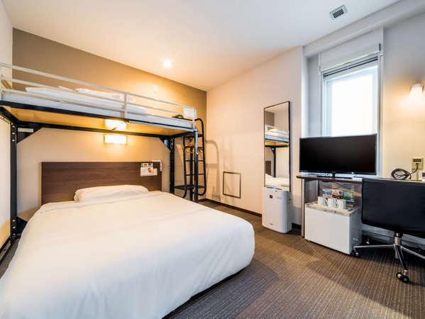 【スーパールーム】140cmワイドベッド+ロフトベッド 定員2名(添い寝も定員に数えます)