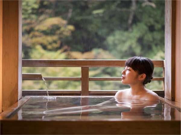 豊島屋のお風呂は、お部屋のお風呂も全て、自家源泉100%かけ流しとなっております。