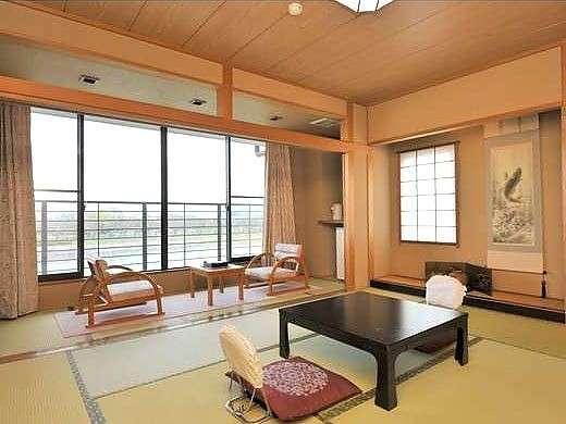 四季折々の豊かな瀬田川の風景を望む伽k室