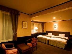 客室は12畳の広さ。お風呂とトイレはセパレートタイプ。