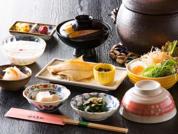 ふっくら炊きあがる釜飯がオススメ、こえもんの朝食は手作りです。