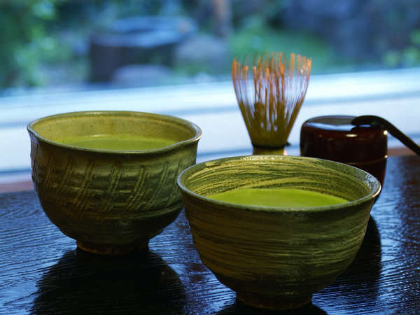【ラウンジ】ティーラウンジでは抹茶と和菓子も予約なしでご注文頂けます。(※別料金)
