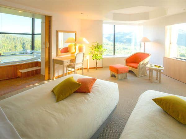 2名定員のフォースルームは広さ100平米。リビングと1つのベッドルーム、バスルームから構成されています。