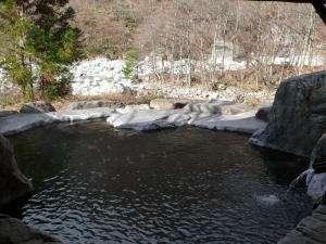 渓流沿いの露天風呂(初冬)