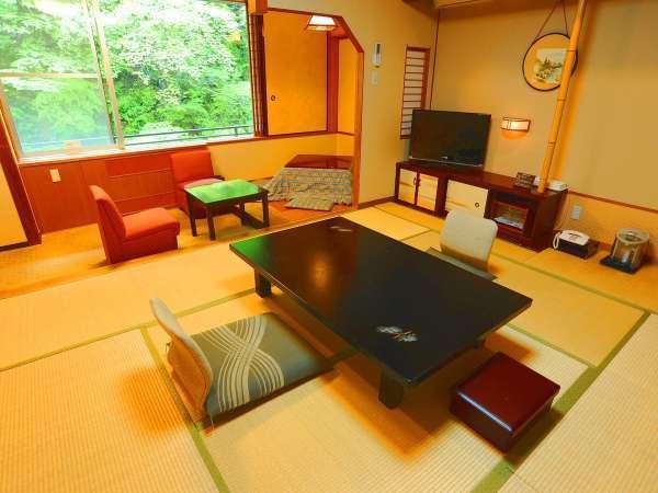 ■本館川側和室■掘りごたつのあるお部屋、四万川に面した寛ぎの和室です。