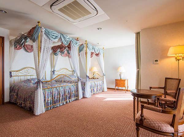 ロイヤルスイートベッドルーム一例(客室により仕様が異なりますが、ご指定はできません。)