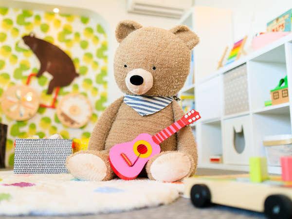 赤ちゃんが喜ぶおもちゃや絵本がそろったベビールーム(イメージ)