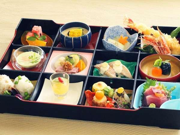 魚介はもちろん、お肉や野菜もたっぷりの松花堂