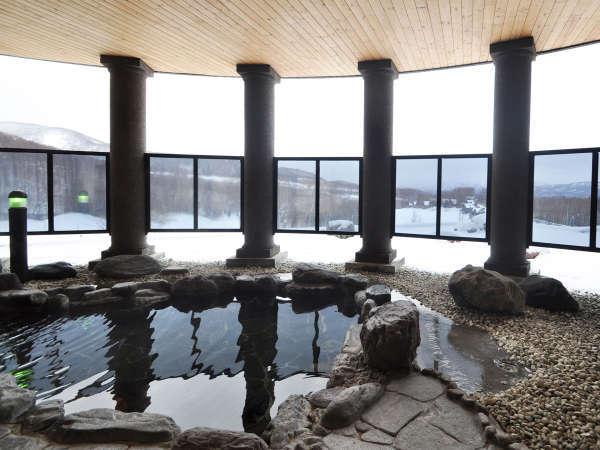【男湯(露天風呂)】自然豊かな風景を眺めながらの入浴は最高です。