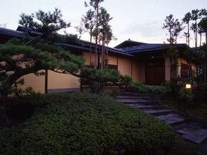 貴賓室『福禄寿』専用玄関・大庭園付き離れ