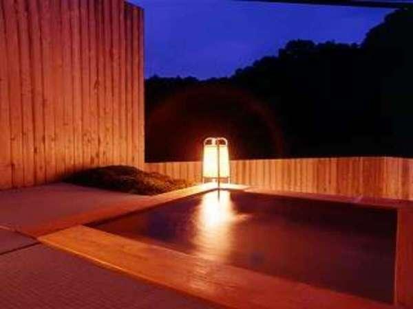 <貸切展望露天風呂>満天の星を愉しめます。空いていれば何度でも無料でご利用いただけます。