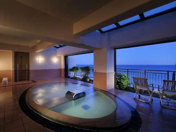 最上階の露天風展望風呂【夢幻mugen】海を見下ろしながら 白い雲と海鳥たちに語りかけるひと時~♪