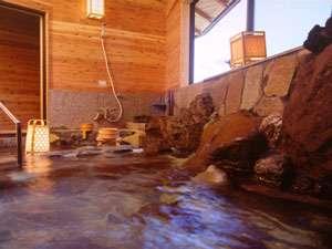 大浴場は源泉100%掛け流しの岩風呂です。ごゆっくりお寛ぎください。
