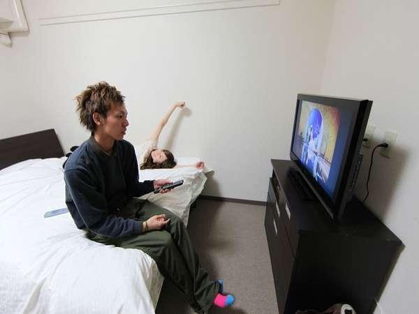 ダブルベット お部屋も8帖 テレビ32型ゆっくりおくつろぎ頂けます