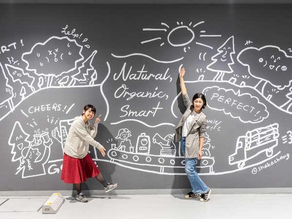 【Smart】1階の駐車場壁面のウォールアートです♪