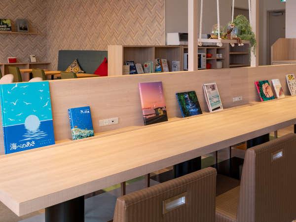 【ライブラリーカフェ】ブックディレクター選書の本をきままに読むことが出来ます