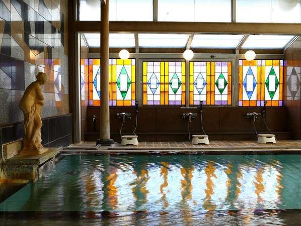 ■湯量豊富 レトロな雰囲気の男性大浴場