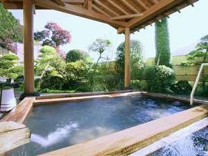昼間の露天風呂は山々を望めます。