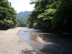 近くの川原 夏は川遊びがおすすめ
