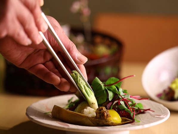 季節の味、旬の食材、材料の味を生かすをモットーに手作りにこだわるお料理を。